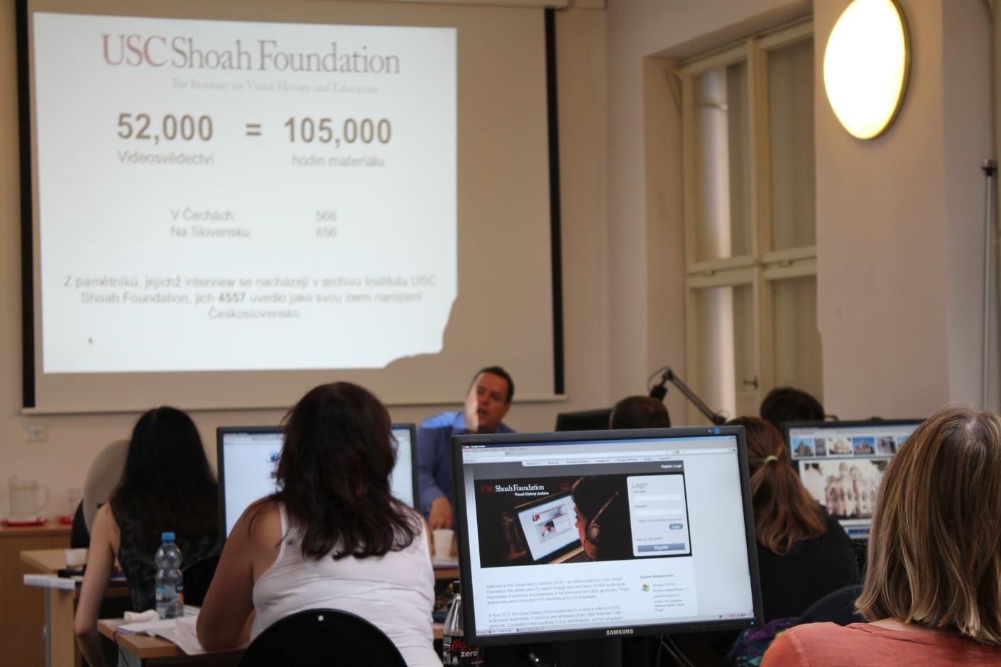 Archiv vizuální historie USC Shoah Foundation obsahuje téměř 105 000 hodin audiovizuálního materiálu, který lze různými způsoby prohledávat